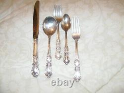 1847 ROGERS BROS SILVERPLATE SILVERWEAR HERITAGE PATTERN 12 place set withchest