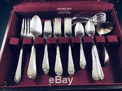 1847 Rogers Bros 60pc LOVELACE Flatware Silver plated Set IS Silverware +Chest