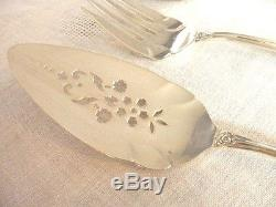 1847 Rogers GRAND HERITAGE Made in 1968 12 Place Settings Plus Serving Pieces