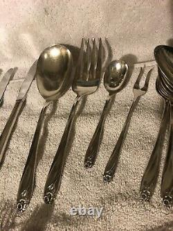 44 pc Complete set 1847 Rogers Silverplate Flatware f/ 8 DAFFODIL withserving pcs