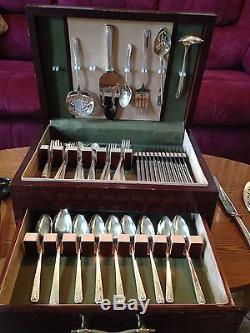 75 piece set Oneida Bordeaux Prestige silverplate flatware 1945 with wooden case