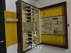 Oneida Community Tudor Plate Queen Bess Silverplate Flatware Set with Chest